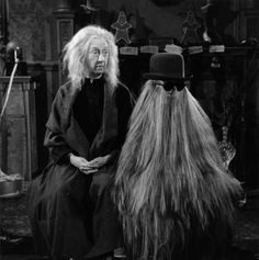 Blossom Rock as Grandmama and Felix Silla as Cousin Itt in The Addams Family Blossom Rock als Oma und Felix Silla als Cousin Itt in der Familie Addams The Addams Family 1964, Addams Family Tv Show, Family Tv Series, Addams Family Characters, Adams Family, Cousins, Los Addams, Charles Addams, Bizarre News