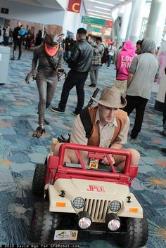 "Best Jurassic Park Cosplay ever. Velociraptor chasing Robert Muldoon. ""Clever girl!"""