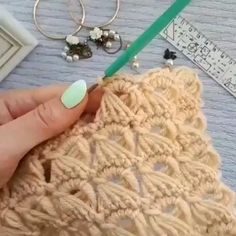 Crochet Stitches For Beginners, Crochet Stitches Patterns, Crochet Videos, Crochet Designs, Knitting Patterns, Knit Or Crochet, Crochet Motif, Crochet Crafts, Crochet Projects