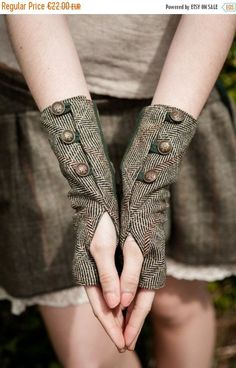Steampunk - ON SALE Wristwrmers Fingerless gloves green gloves Tweed wristwarmer Rustic Steampunk wristwarmers With brass buttons Folk wristwar by CELTICFUSIONDESIGN