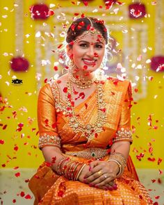 The Art of Wearing Bridal Jewellery To Look So Elegant! Silk Saree Blouse Designs, Fancy Blouse Designs, Bridal Blouse Designs, Silk Sarees, Wedding Saree Collection, Indian Bridal Outfits, South Indian Bride, Bridal Lehenga, Wedding Sarees