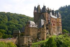 Burg Eltz - 5 hour daytrip with a roundtrip hike from Moselkern station