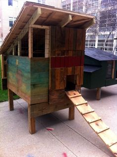 Pallet chicken coop design....a possibility, I do have pallets, but put this on wheels?!?!