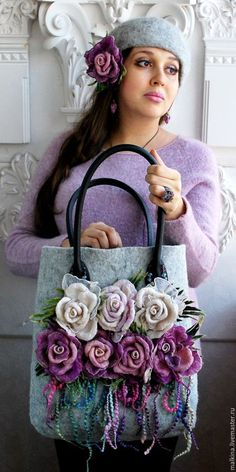 Afbeeldingsresultaat voor How to make this Crochet Felted Flower Bag Pattern Tutorial. The three-dimensional detail of this bag is gorgeousFelted Wool Purse with roses and hat. Handmade Handbags, Handmade Bags, Felt Flowers, Fabric Flowers, Diy Sac, Felt Purse, Felt Bags, Flower Bag, Floral Bags