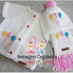 Hayırlı akşamlar hayırlı iftarlar diyip masamıza hazırlamaya gidelim 😗⚘🍃💕 🎀 🎀 🎀… Baby Cardigan Knitting Pattern Free, Crochet Purse Patterns, Baby Knitting Patterns, Knitting Stitches, Crochet Baby Clothes, Baby Sweaters, Crochet For Kids, Baby Dress, Crochet Shoes