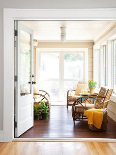 Screened porch with comfy rattan