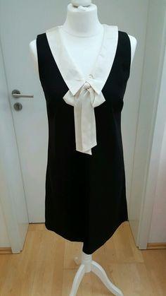 Mein Schwarzes Hallhuber Minikleid mit cremefarbenem, abnehmbarem Seidenkragen von Hallhuber! Größe 36 / S / 8 für 40,00 €. Sieh´s dir an: http://www.kleiderkreisel.de/damenmode/kurze-kleider/141184831-schwarzes-hallhuber-minikleid-mit-cremefarbenem-abnehmbarem-seidenkragen.