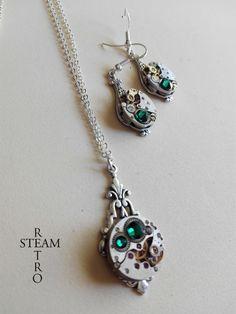 Steampunk Jewelry set in Emerald - Steampunk wedding set - Steampunk Necklace & Earrings - Christmas gift - Gift for her Steampunk Wedding, Gift Sets, Wedding Sets, Fascinator, Silver Plate, Emerald, Art Deco, Brass, Pendant Necklace