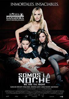 Una noche, Lena, de 18 años, es mordida por Louise, la líder de un trío vampiras tan muertas como bellas. Su nuevo estilo de vida vampírica es a la vez una bendición y una maldición. Al principio, disfruta de la libertad sin límites, el lujo, las fiestas. Pero pronto los instintos asesinos por el deseo de sangre de sus compañeras es demasiado para ella al mismo tiempo que cae peligrosamente enamorada de Tom, un joven policía de incógnito. Será entonces cuando Lena tendrá que