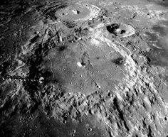"""¿Quién """"estaciono"""" la Luna en perfecta órbita circular alrededor de la Tierra? - C.1040"""