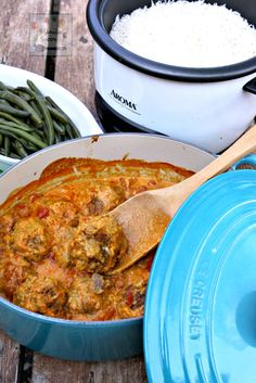 Perfectly spiced and slowly simmered in a creamy tomato curry sauce is this delicious braised meatballs. South African Dishes, South African Recipes, Ethnic Recipes, Jamaican Recipes, Beef Recipes, Cooking Recipes, Meatball Recipes, Yummy Recipes, Tomato Curry