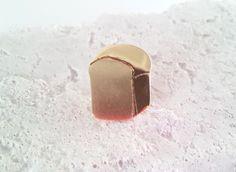 http://www.iichi.com/listing/item/268700 Bread just baked !! brass pin brooch