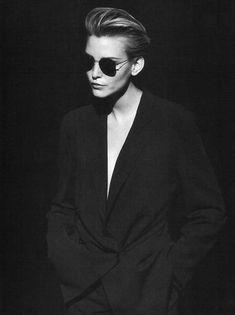 Campaign: Giorgio Armani Season: Spring 1997 Photographer: Peter Lindbergh Model(s): Nadja Auermann Nadja Auermann, Peter Lindbergh, Look Fashion, 90s Fashion, Trendy Fashion, Vintage Fashion, Club Fashion, High Fashion, Giorgio Armani