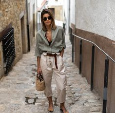 Chic outfit idea to copy ♥ For more inspiration join our group Amazing Things ♥ You might also like these related products: - Jeans ->. Mode Outfits, Stylish Outfits, Fashion Outfits, Womens Fashion, Simple Outfits, Pretty Outfits, Beautiful Outfits, Look Retro, Look Vintage