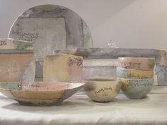 今日は新入荷の沖縄 東恩納美架(ひがしおんなみか)さん陶器をご紹介いたします。 やわらかな色合いの中に、ロゴや直線ラインが入ったデザインは、可愛いというよりも『かっこいい』器です。 数回に分けて、ご紹介いたします。  沖縄 東恩納美架(ひがしおんなみか)さん陶器ご紹介 - 北欧.Style+1 ANTIKAとモダン.京都店のスタッフブログ