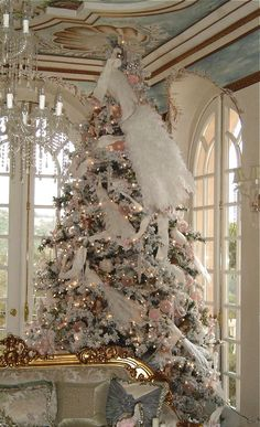 Check Out 37 Awesome Vintage Christmas Tree Ideas. A vintage Christmas tree will be a centerpiece of your vintage celebration and will give you many positive emotions. Noel Christmas, Pink Christmas, All Things Christmas, Vintage Christmas, French Christmas, Peacock Christmas Tree, Victorian Christmas Tree, Peacock Ornaments, White Ornaments