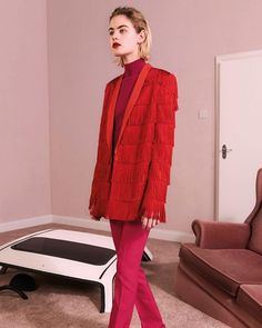 Rosa e vermelho! Eis a combinação mais quente de 2017. Que tal se inspirar na combinação para amanhã assim como neste look do pre-fall da @stellamccartney?  via ELLE BRASIL MAGAZINE OFFICIAL INSTAGRAM - Fashion Campaigns  Haute Couture  Advertising  Editorial Photography  Magazine Cover Designs  Supermodels  Runway Models