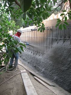 Landscaping For Your Location - How To Choose The Right Plants - House Garden Landscape Gabion Retaining Wall, Building A Retaining Wall, Concrete Retaining Walls, Building A Fence, Concrete Planters, Diy Fence, Fence Landscaping, Modern Landscaping, Fence Ideas