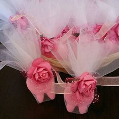 Hello ! This cute listing for your babys first tooth party ! -Baby powder scented. -Any color is avaliable -Each soap in organza bag and wrapped by ribbon. They are ornamented half pearl and paper flower. Order will be completed in 2 business days and delivery takes 10-15 days. Thank you so much