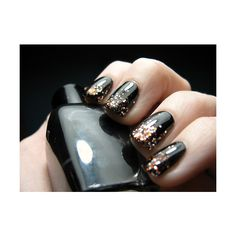 I love these nails. I can't wait to go nail polish shopping so I can try this.