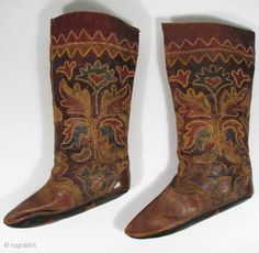 "TEX_0113 Uzbek Boots,""Masi"", leather, late 19th/early 20th century 9.5"" x 14.5"" $850 Soles of boots are recent."