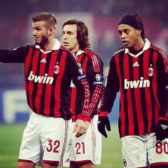 Andrea Pirlo, David Beckham and Ronaldinho AC Milan True legends Best Football Players, Football Is Life, World Football, Soccer Players, Football Soccer, College Football, Andrea Pirlo, American Football, Diego Armando