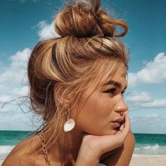 Fashion Selection Everyday fashion inspiration For more visit Jo Messy Hairstyles, Pretty Hairstyles, Hairstyle Ideas, Black Hairstyle, Short Hairstyle, Fantasy Hairstyles, Fringe Hairstyle, Korean Hairstyles, Fashion Hairstyles