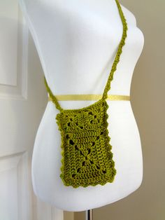 Ravelry: Ruffle Travel Pouch pattern by Fiber Flux / Jennifer Dickerson