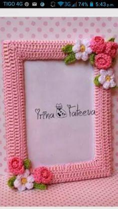 PORTARETRATO Crochet Santa, Diy Crochet, Crochet Crafts, Crochet Toys, Crochet Projects, Crochet Flower Patterns, Doll Patterns, Crochet Flowers, Crochet Wall Art