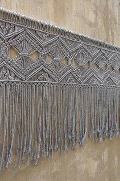Ideas wall hanging headboard home Macrame Art, Macrame Design, Macrame Projects, Yarn Projects, Macrame Curtain, Curtain Hanging, Large Macrame Wall Hanging, Art Mural, Wall Art