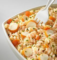 Pasta salad with surimi - recette plat - Salad Recipes Healthy Healthy Salad Recipes, Meat Recipes, Pasta Recipes, Food Inspiration, Easy Meals, Lunch, Cooking, Ethnic Recipes, Macaroni Salad