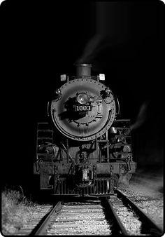 nieuwebegin: mistymorrning: night train… leaves at midnight… Train.