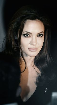 Angelina Jolie luv u Angelina Jolie Makeup, Brad And Angelina, Angelina Jolie Photos, Jolie Pitt, Le Jolie, Most Beautiful Women, Beautiful People, Beauty And Fashion, Hollywood