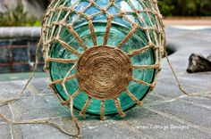 Cameo Cottage Designs: Knotted Jute Net Demijohns or Bottles DIY Tutorial crafts with jute Glass Bottle Crafts, Wine Bottle Art, Diy Bottle, Jute, Rope Crafts, Beach Crafts, Glass Floats, Romantic Cottage, Macrame Projects