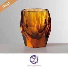 Bicchiere Milly in policarbonato ha una forma classica, dalle pareti sfaccettate, ideale per decorare la tavola con stile ed essenzialità.  CLICCA SUL LINK >>> http://www.teresapizzigalloshop.it/home/226-bicchiere.html