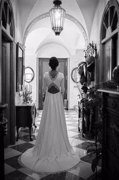 Vestidos que nos enamoran, como el de esta novia Panambi con una espalda de encaje maravillosa!! Detalles así hacen que el vestido de novia se convierta en único!