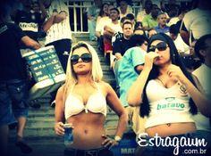 Estragaum – Filtro Sacanagem no Corinthians  Este Estragaum é uma puta sacanagem com os Corinthianos!    Onde já se viu tamanha falta de respeito?    Reparem bem na foto……    Como puderam deixar entrar no estádio vestindo essa roupa ?    Realmente na minha opinião é inadmissível deixar um cara usando camiseta verde, assistir ao jogo na arquibancada do Curintxa!    Vai Estragaum!  http://www.estragaum.com.br/