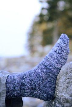 Deflect by Hunter Hammersen - Knitty Deep Fall 2013 Stitch Patterns, Knitting Patterns, Crochet Patterns, Knitting Ideas, Knitting Socks, Free Knitting, Knit Socks, Little Cotton Rabbits, Knitting Magazine