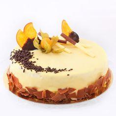 O reteta speciala, Stracciatella, este potrivita atunci cand va doriti sa imbinati savoarea ciocolatei cu caramel cu gustul natural de frisca si smantana. Tortul este consistent, dar aerat in acelasi timp si aromat datorita continutului dulce, estompat de aroma lamaii si a portocalei. Tortul abunda in bucati de ciocolata belgiana cu aroma de caramel atat in compozitie, cat si in decor. Food Cakes, Something Sweet, Cheesecakes, Tiramisu, Cake Recipes, Food And Drink, Cooking, Ethnic Recipes, Caramel