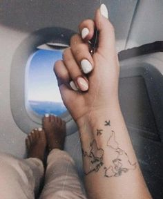 World map Temporary Tattoo / Airplane flash tattoo / Wrist tattoo for travelers . - World map Temporary Tattoo / Airplane flash tattoo / Wrist tattoo for travelers / Wind rose tattoo -