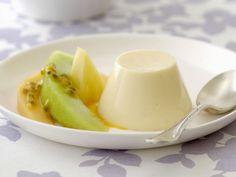 Mögt Ihr auch so gerne Pudding? Buttermilchpudding mit Melone und Maracuja - smarter - Kalorien: 270 Kcal - Zeit: 30 Min. | eatsmarter.de