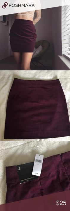 Banana Republic skirt Brand new with tags. 98% cotton, 2% spandex. Waist: 30in Length: 17in Please contact me with any questions!💜 Banana Republic Skirts Mini