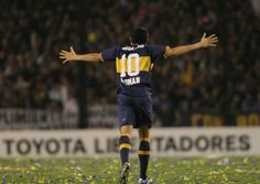 Juan Roman Riquelme. Good Soccer Players, Football Photos, Roman, First Love, Athlete, Football, Frases, Football Equipment, Legends