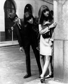 She's so Mod! Cathy McGowan (front) with siblings John and Cathy is a British broadcaster and journalist, best known as the presenter of the TV show Ready Steady Go! She was the subject of the Gen X tribute song Ready Steady Go! 60s And 70s Fashion, Mod Fashion, Vintage Fashion, Gothic Fashion, Street Fashion, Youth Culture, Pop Culture, Cathy Mcgowan, Beatles