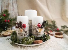 Simple And Popular Christmas Decorations; Centerpiece Christmas, Christmas Table Decorations, Christmas Candles, Christmas Activities, Christmas Crafts, Baby Food Jar Crafts, Theme Noel, Christmas Mood, Deco Table