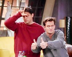 Find images and videos about funny, friends and joey on we heart it - the a Serie Friends, Friends Cast, Friends Moments, Friends Tv Show, Best Friends, Chandler Friends, Funny Friends, Chandler Bing, Friend Memes