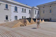 Fondation van Gogh in Arles von Fluor Architectes, Dachterrasse über dem großen Saal mit Sheddach