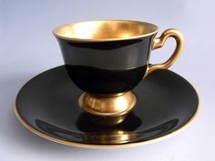 Šálek na mocca * zlato černý porcelán. Black and gold demitasse cup and saucer .
