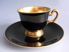 Šálek na mocca * zlato černý porcelán. Black and gold demitasse cup and saucer .
