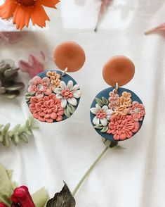 Cute Polymer Clay, Polymer Clay Flowers, Polymer Clay Charms, Handmade Polymer Clay, Polymer Clay Jewelry, Diy Clay Earrings, Earrings Handmade, Polymer Clay Embroidery, Clay Design